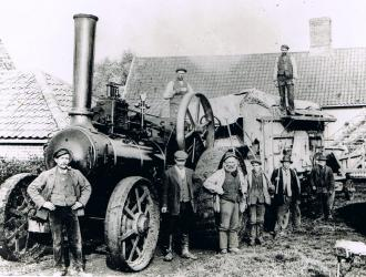 Traction Engine and thresher2
